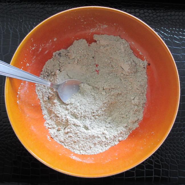 Etape 5 : mélange soigneusement la terre et l'argile.