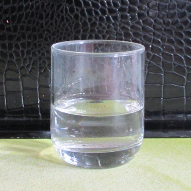 Etape 6 : mesure un tiers de verre d'eau (ici, il y en a un peu trop, je n'ai pas tout utilisé).
