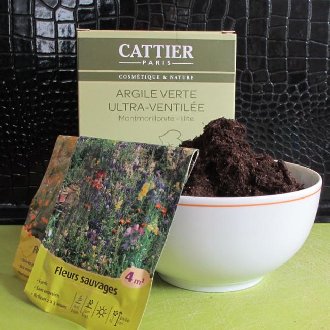 Les ingrédients : de l'argile en poudre, du terreau ou de la terre de ton jardin, du compost si tu en as, et des graines.