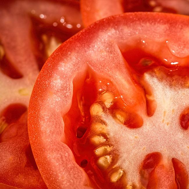La tomate pour soulager ton teint de tomate.